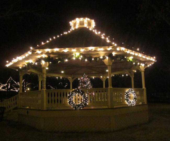 Waconia's Old Fashioned Tree Lighting in City Square Park